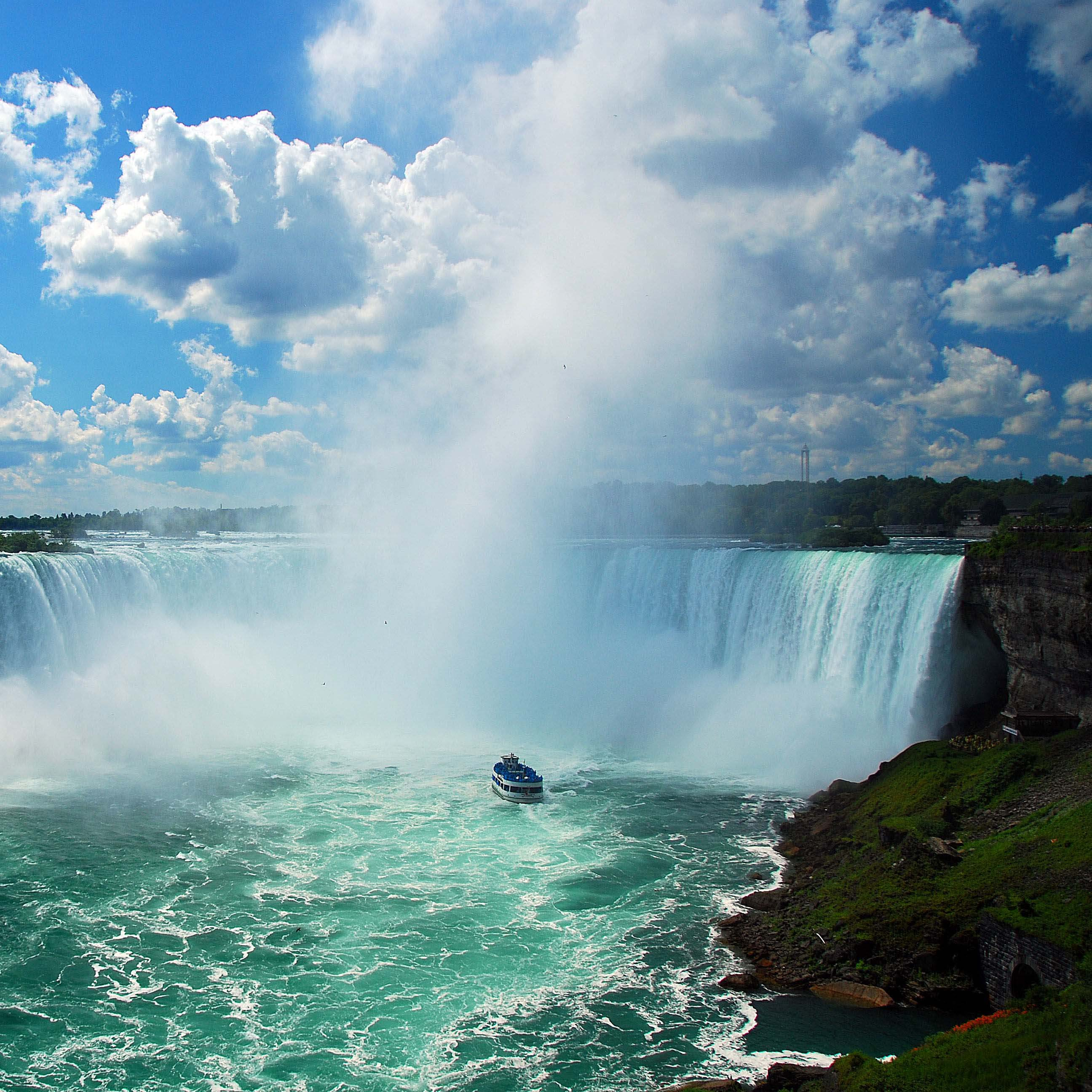 BOXED_Niagara-Falls-Close-Up-Photo